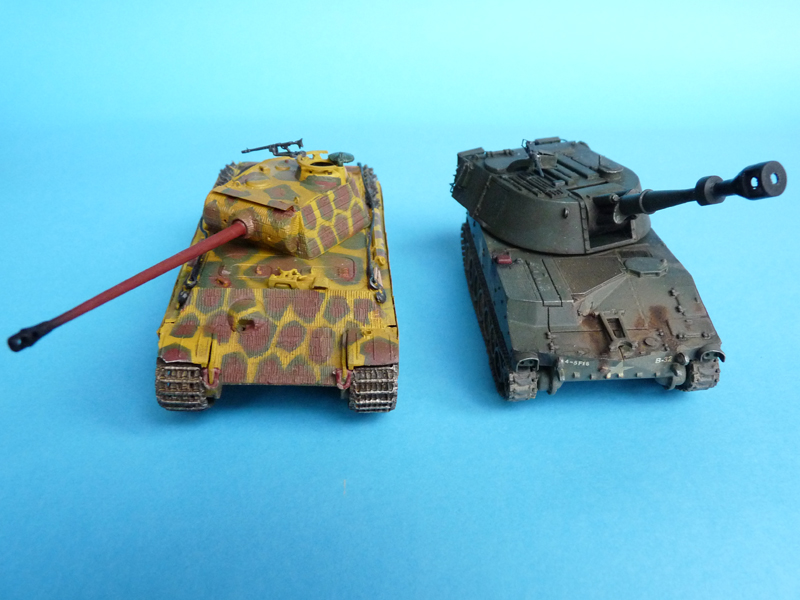 M109 - comparison with a Dragon 72nd scale Panther G